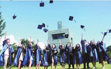 深圳的人才队伍相对年轻,呈现学历高、年富力强、从事专业分布广等特点。