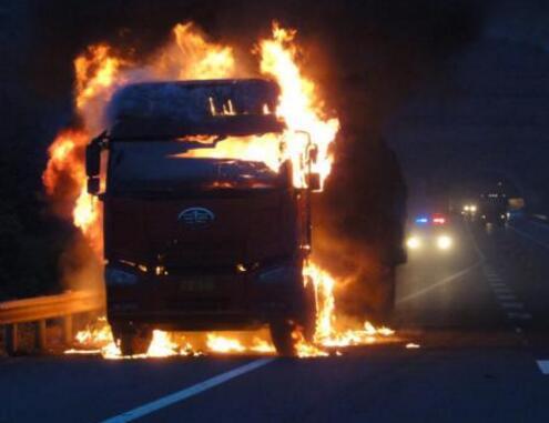 3.22湖南高客自燃事故最新消息 湖南客车自燃现场图曝光 目击者还