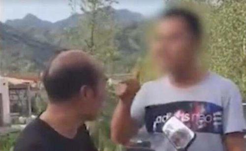 网传视频截图:当事人常骁拦路殴打老师